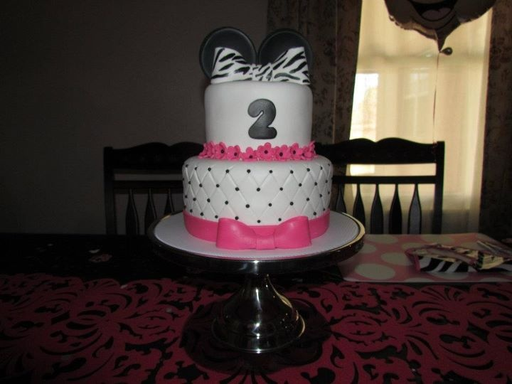 Emmas 2 birthday cake! Minnie mouse! It was strawberry lemonade flavor! Really didn't want to cut in to it lol!: 2 Birthday Cakes, Cakes Cookies Mor, Birthday Cakes Cut, 2Nd Birthday, Cupcakes Cakes, Birthday Ideas