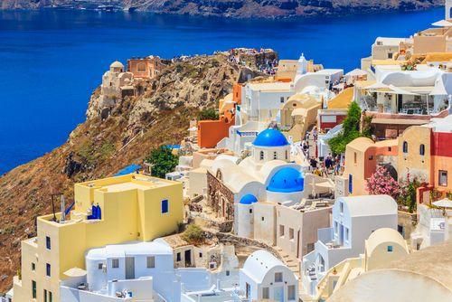 Athens to Santorini : Flights vs Ferry Rides - http://www.epictourist.com/athens-to-santorini-flights-vs-ferry-rides/
