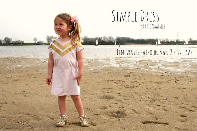 Ik zag vorige zomer een mooie, simpele jurk bij Simple Kids. Een eenvoudig modelletje uit tricot met elastiek in de taille. Ik besloot deze zomer om een patroontje voor Hanne te tekenen. Ik naaide de