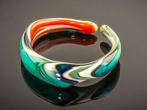 Armband ambachtelijk gemaakt in mooie vrolijke kleuren. Venetiaans glas.