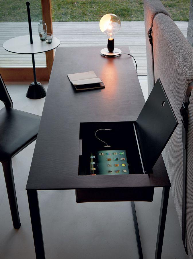 Zanotta Writing Desk: Calamo