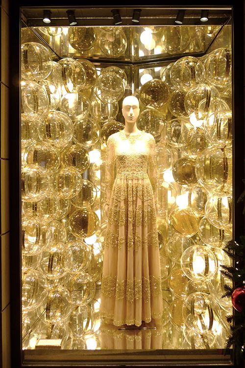 Vitrines de Noel Valentino, 92 rue du Faubourg Saint Honoré 75008 Paris