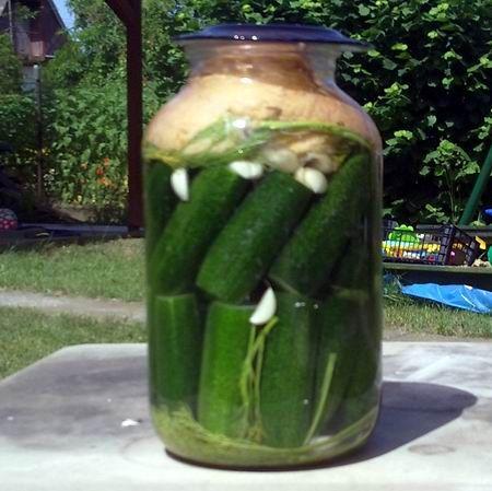 Egy finom Kovászos uborka ebédre vagy vacsorára? Kovászos uborka Receptek a Mindmegette.hu Recept gyűjteményében!