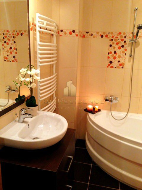 A splash of color in the bathroom