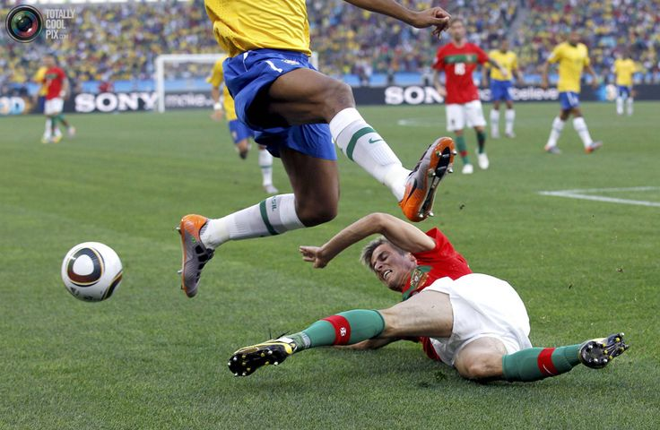 Brazil's Maicon fights for the ball with Portugal's Fabio Coentrao (R) during a 2010 World Cup Group G soccer match at Moses Mabhida stadium in Durban June 25, 2010. REUTERS/Christian Charisius)