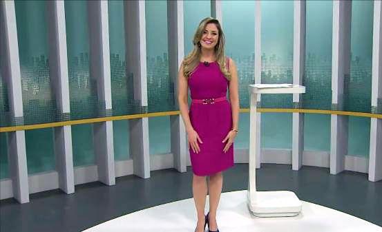 Tubinho é aquela peça que definitivamente não pode faltar no guarda roupa feminino. Mariana Armentano usou esse tubinho Dandrea no Gazeta News da TV Gazeta e arrasou!