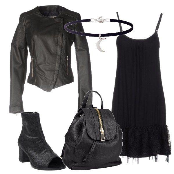 Un vestito con spalline nero viene abbinato ad un giubbotto in pelle per la proposta in stile rock. Le scarpe sono degli stivaletti con tacco medio e lo zainetto ha una cerniera sulla parte superiore. Un collarino con un pendente a forma di luna completa la composizione.