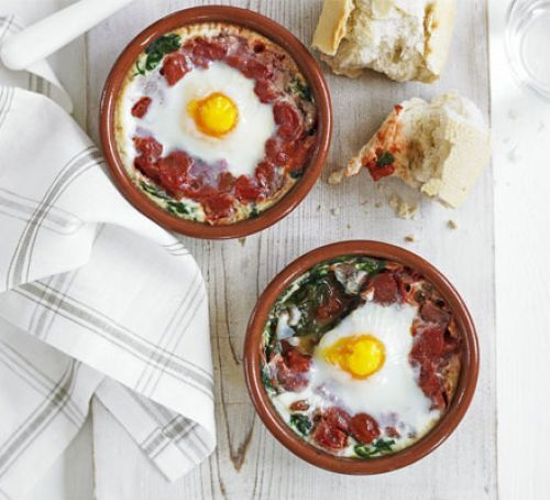 Baked Eggs With Spinach & Tomato (20 mins, 114kcals)