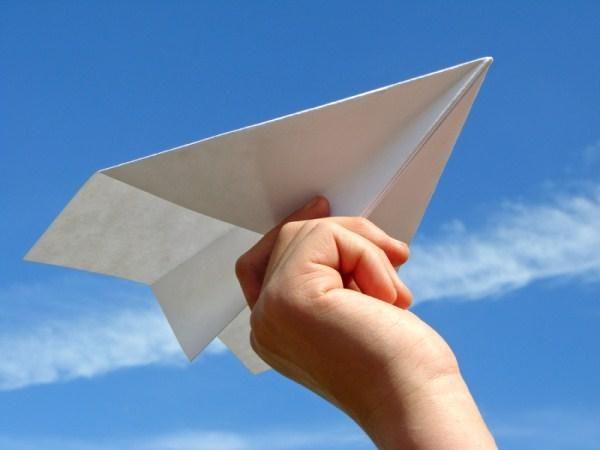 簡単でよく飛ぶ!紙飛行機の折り方を大紹介♪