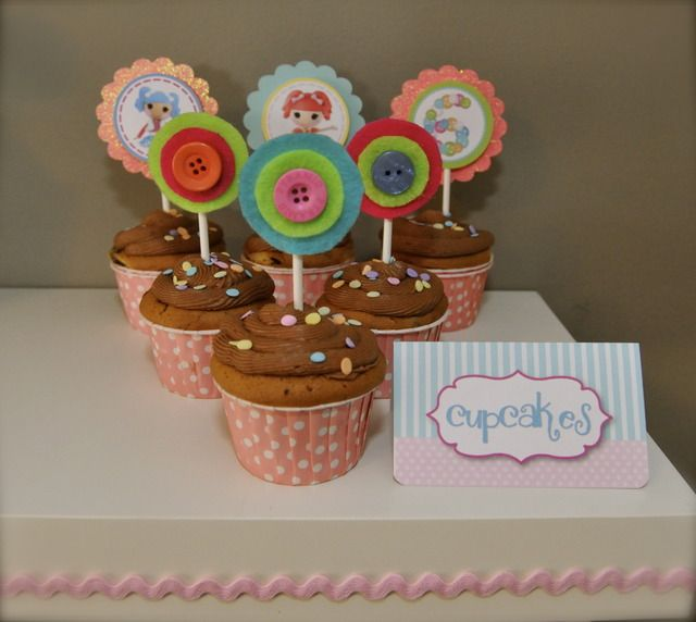 Lalaloopsy Party ~ Button cupcake toppersSewing Parties, Birthday Parties, Buttons Cupcakes, Lalaloopsy Party, Cupcakes Toppers, Birthday Cupcakes, Parties Ideas, Lalaloopsy Parties, Parties Cupcakes