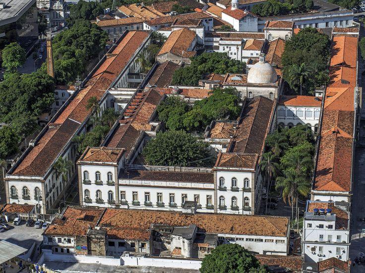 https://flic.kr/p/Mtmxbu | Santa Casa de Misericórdia do Rio de Janeiro | Uma das mais antigas instituições de saúde do país, está sendo administrada por maçons nas últimas décadas.  Centro da Cidade, Rio de Janeiro, Brasil. Tenham um excelente dia. :-)  _________________________________________________  The Holy House of Mercy of Rio de Janeiro  One of the oldest health institutions in the country, It is being run by Masons in recent decades.  Downtown, Rio de Janeiro, Brazil. Have a great…