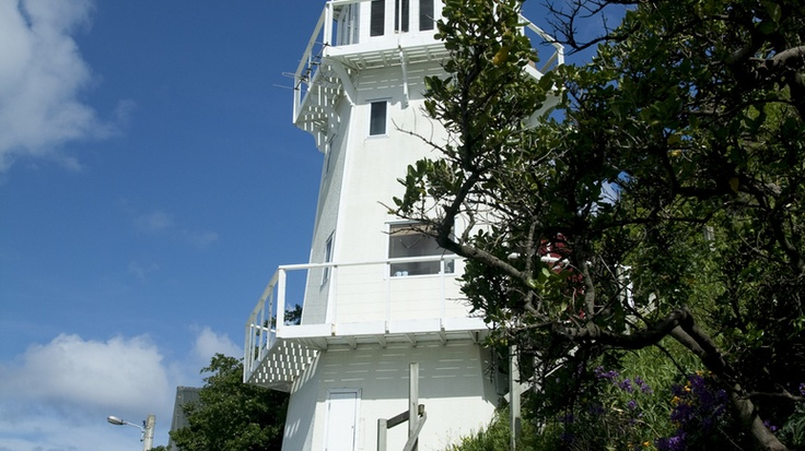 The Lighthouse - Wellington on 3 levels. $200 couple only. Utilites ground, bedroom middle & views of Island Bay & Cook Strait top floor