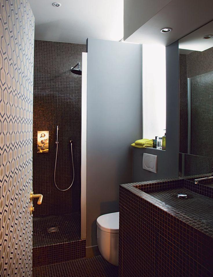 Une salle de bain minuscule et ultra chic salle de bain - Minuscule salle de bain ...