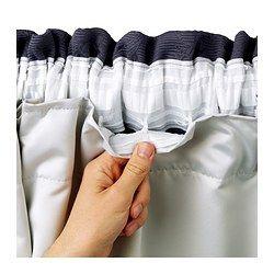 GLANSNÄVA Cortina, 1par, gris claro € 29,99 Referencia artículo: 702.912.89 Tamaño: 143x290 cm Las gruesas cortinas oscurecen la habitación y proporcionan intimidad, porque evitan que se vea el interior de la estancia.Protegen del frío en invierno y del calor en verano.Se incluyen unos ganchos para que sujetes el forro a la cinta superior de la cortina.Las cortinas tienen unas trabillas ocultas en la parte superior para que las puedas colgar directamente de una barra.