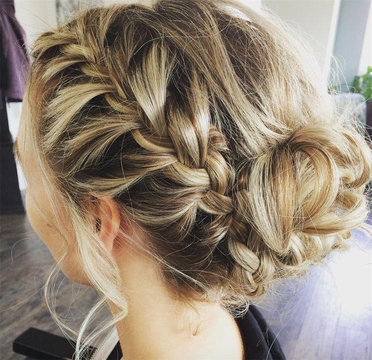 http://www.vanityfair.it/beauty/trend/16/03/03/acconciature-sposa-capelli-lunghi-raccolto-romantico-fiori-trecce-code-chignon-matrimonio-primavera-2016-foto?utm_source=vanity