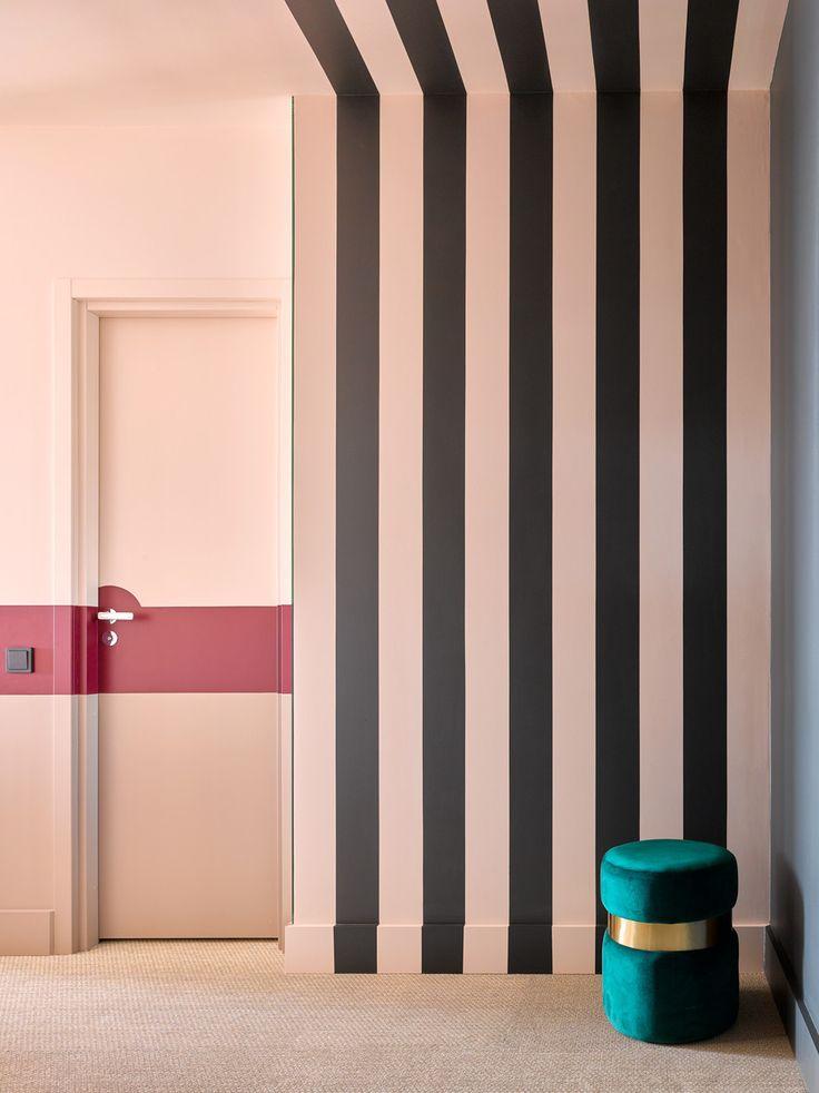 покраска стен в полоску фото мебель