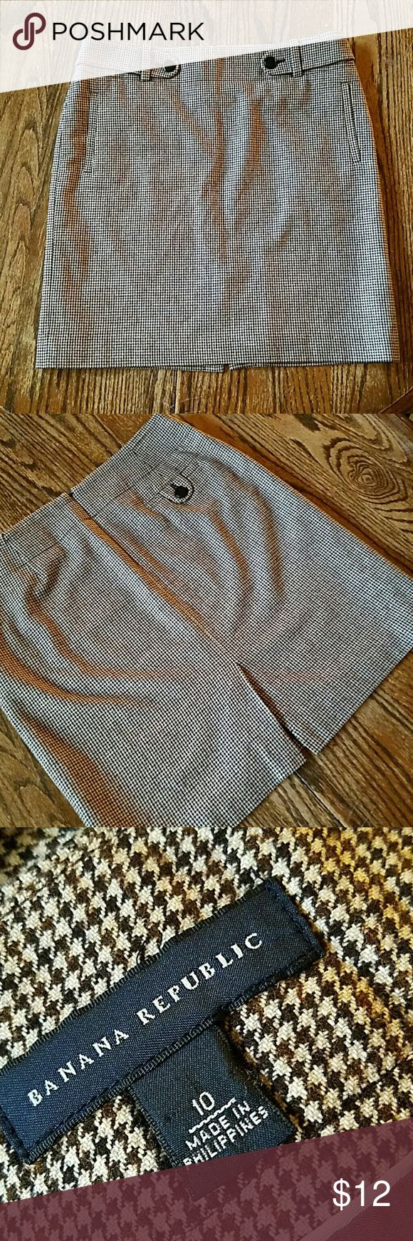 Banana Republic Skirt Classic plaid fabric with side pockets and slit. Banana Republic Skirts Midi