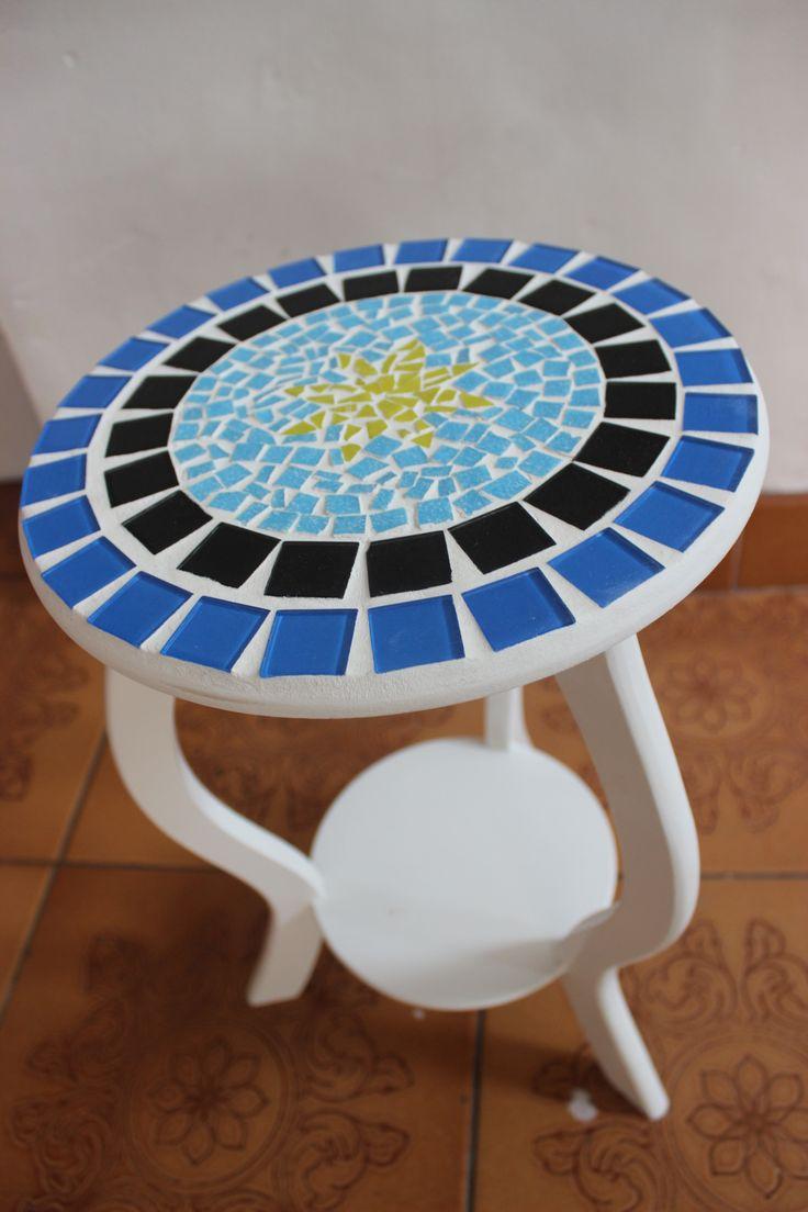 Banquinho de mdf com mosaico