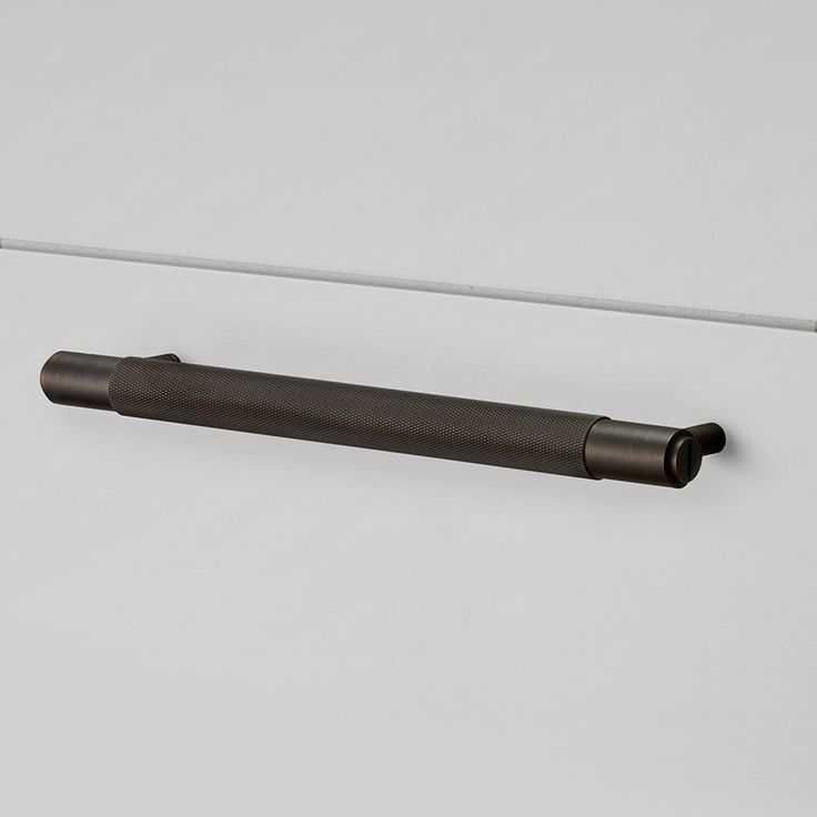 A solid bar with diamond-cut knurled detailing. Works great on cabinet doors, wardrobe drawers, cupboards, kitchen units and just about anything that can open.
