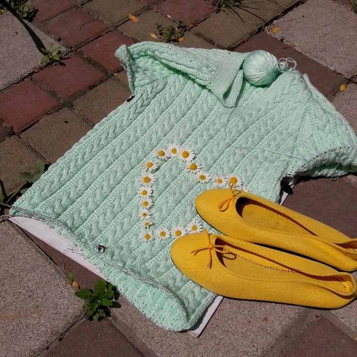Хотела платье #0448_Платье_Мятная_мечта под зелёные ботинки, теперь думаю, что бод желтые тапки будет круче, а если ещё месяц повяжу, то придется искать вьетнамки искать подходящии. Пятый моток пошол, а зад ещё не прикрывается, боюсь на тунике остановлюсь...