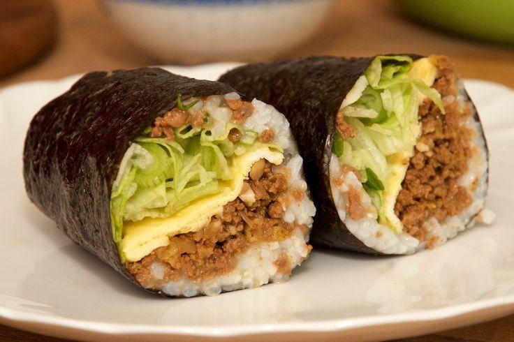 Bekanntlich haben wir ja eine Vorliebe für koreanische Küche und so haben wir dieses mal leckeres Rezept, das zwar nicht gerade traditionell koreanisch ist, aber umso mehr spaß macht weil es sehr s…