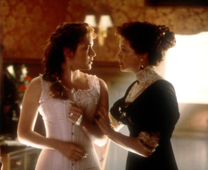 TITANIC, Kate Winslet, Frances Fisher, 1997, Corset. TM ...