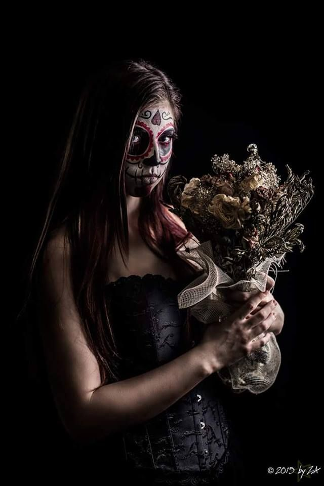 Sugar skull makeup idea. Ph: byZa  #sugarskull #skull #makeup #makeupartist #facepaint #skull #skullmakeup #girl #gothgirl #photography #alternative #alternativemodel #flowers #creepy #gothdark #gothclothes