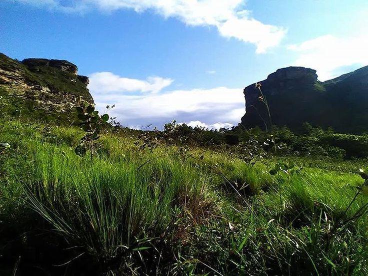 Caminhada ao Morro do Macaco. Rancho Fortaleza (75)9.9823-4936 #riachodomel #ranchofortaleza #iraquara #chapadadiamantina #chapadeiros #nature #natureza #nordeste #trilha #trekking #turistando #trilheiros #travel #viajar #viajarverde #vamostrilhar #vcmochilando #gentequetrilha #gruta #destaquebrazil #brasil #bahia http://tipsrazzi.com/ipost/1521146099404968620/?code=BUcMlFqgRKs