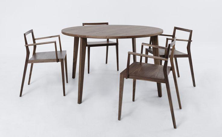 Designstolar & bord i trä http://www.vallaste.se/sv/koksstolar/2610-mint-chair-ghost-plus.html