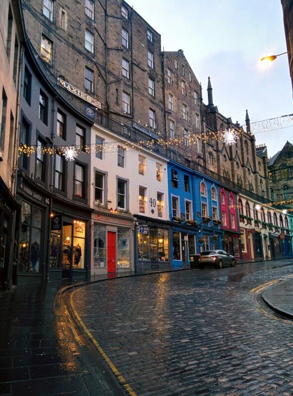 Victoria Street, Edinburgh. Inspiration for Harry Potter's Diagon Alley. One of the nicest streets I've ever seen