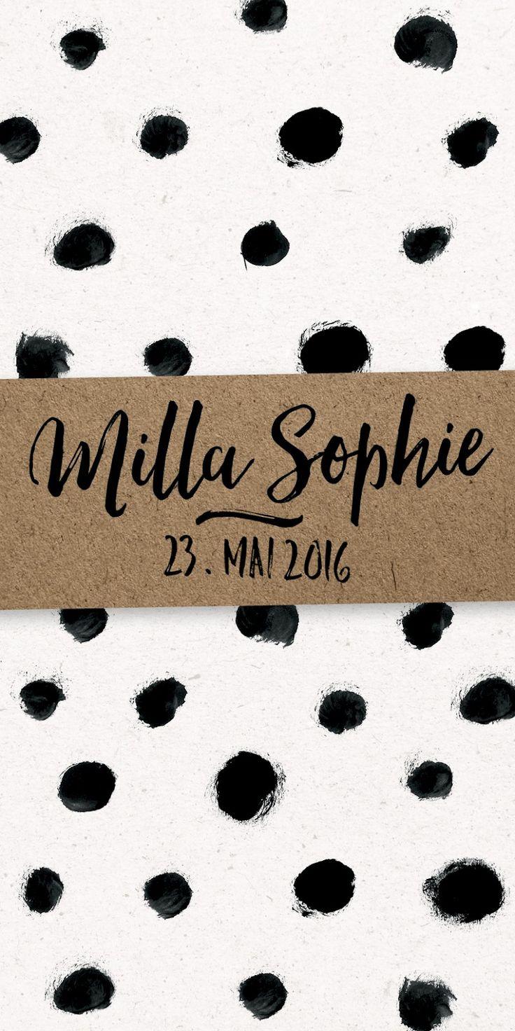 Das Ma'Loulou #Geburtskarten Sujet DOTS ist wunderschön, mit handgemalten, witzigen, schwarz-weissen Punkten. Und einer unglaublich schöner Handlettering Schrift! Auf der Vorderseite kommt der Name deines kleinen Wunders auf einer Kraftpapier Fläche schön zur Geltung.