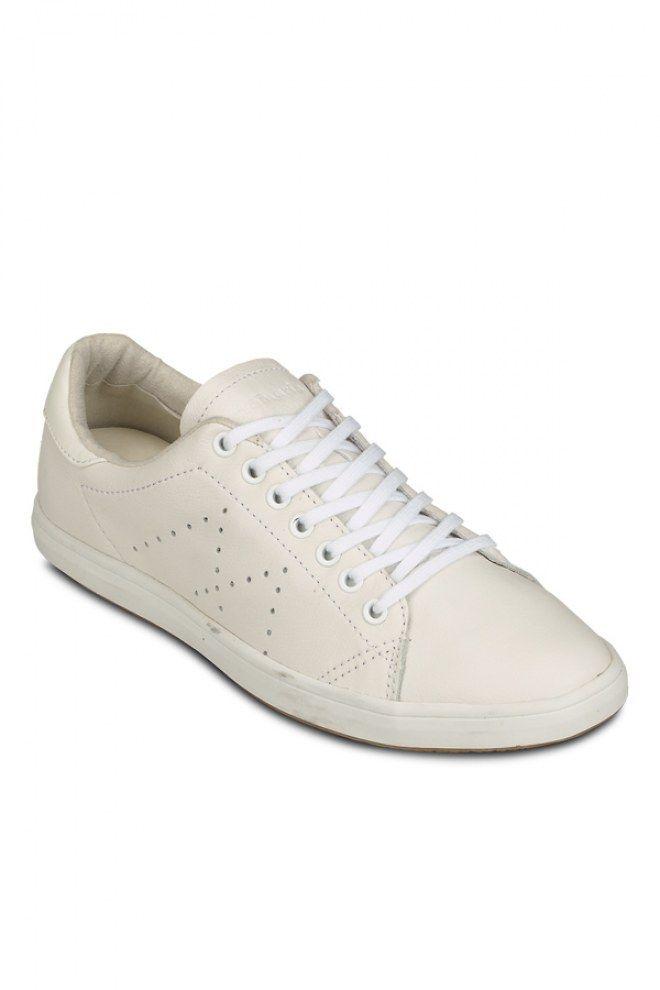 Auch 2016 gehören Sneaker zu den Trendschuhen. Kein Wunder, denn dieses Jahr sind flache Schuhe so angesagt wie noch nie. Sneaker...