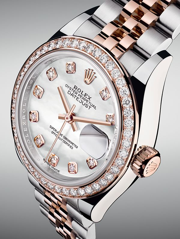 A ladies Rolex Lady-Datejust Oyster Perpetual 28 mm in steel and Everose gold with mother-of-pearl dial and diamond detailing.