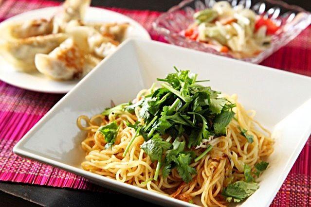 干しエビ、鶏ガラスープ、ナンプラー、オイスターで。 - 32件のもぐもぐ - 香港風ねぎと香菜の焼きそば by マユマユ