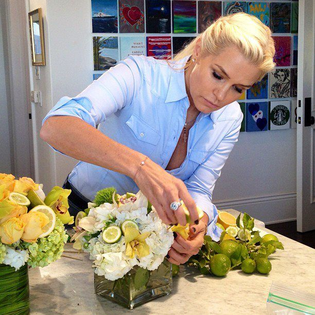Yolanda Foster's gorgeous citrus centerpieces-classiest, most real housewife of them all. @Belle Marie do you watch this show? You remind me of her in a lot of ways-that's a compliment :o) She is Dutch I think too.
