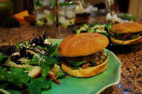 Fresh Turkey Burger | http://biscuitsandsuch.com/2009/01/25/fresh-turkey-burger/