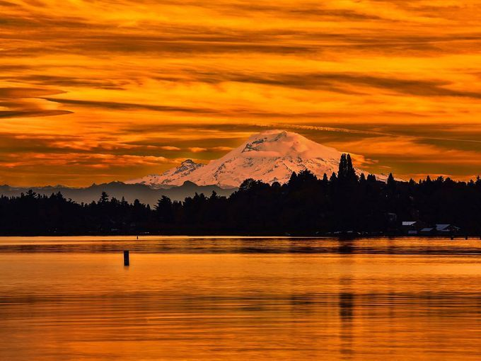 Seattle sunset: A stunning end to the day, with Lake