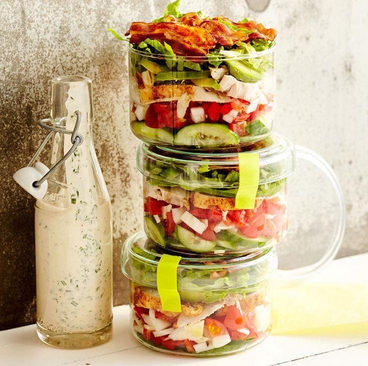 Rezepte Salate: Schichtsalat mit Sauerrahm-Dressing