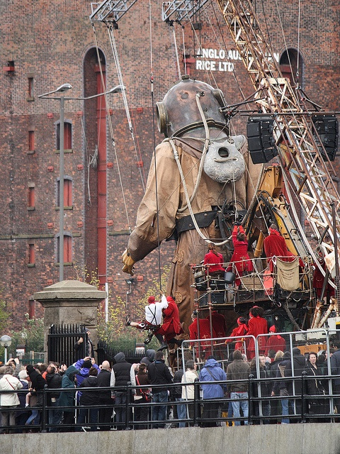 Giant Uncle leaving Salthouse Dock, Albert Dock complex, Liverpool, UK (by Ministry)