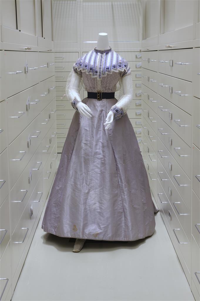 Sommerkleid, 1871, Seide, Haftel, Organtin, Luster © Wien Museum