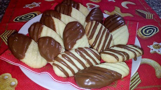 Finom csokis kókuszos tallér, akár egy forró tea mellé, akár már karácsonyra. Érdemes belőle jó nagy adagot készíteni, mert egyszerűen...