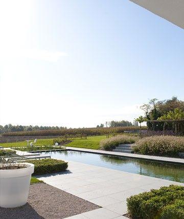 door ABSBouwteam   http://www.absbouwteam.be/case-studies/100-op-maat-van-groot-gezin   Beeld 2 tuin van Frederiek Snaet