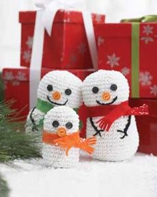 Follow this free crochet pattern to create a snowman family using Bernat Handicrafter Cotton worsted weight yarn.
