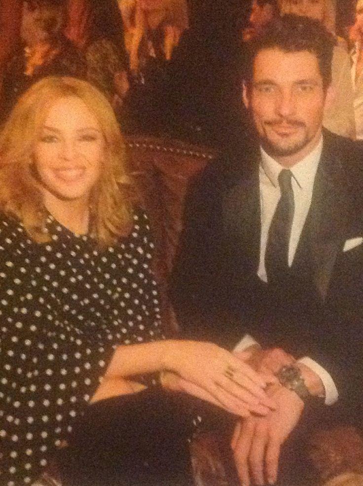 Foto de David Gandy aparecida en la revista Hello número 1311, es durante LC:M. Aquí está con Kilye Minogue en la inauguración de la nueva tienda de D&G en New Bond Street.