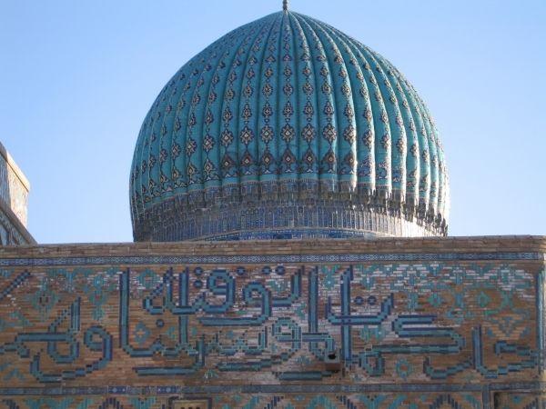 и купола в разнообразии своем и не до оформленным фасадом, как цвет весны и пыль степи от солнца умерчвленной