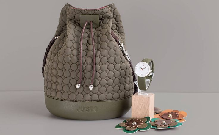 J-LITTLE è la piccola e graziosa borsa a secchiello JU'STO da portare a tracolla. Una borsa sbarazzina che non rinuncia al suo lato glam-retrò.
