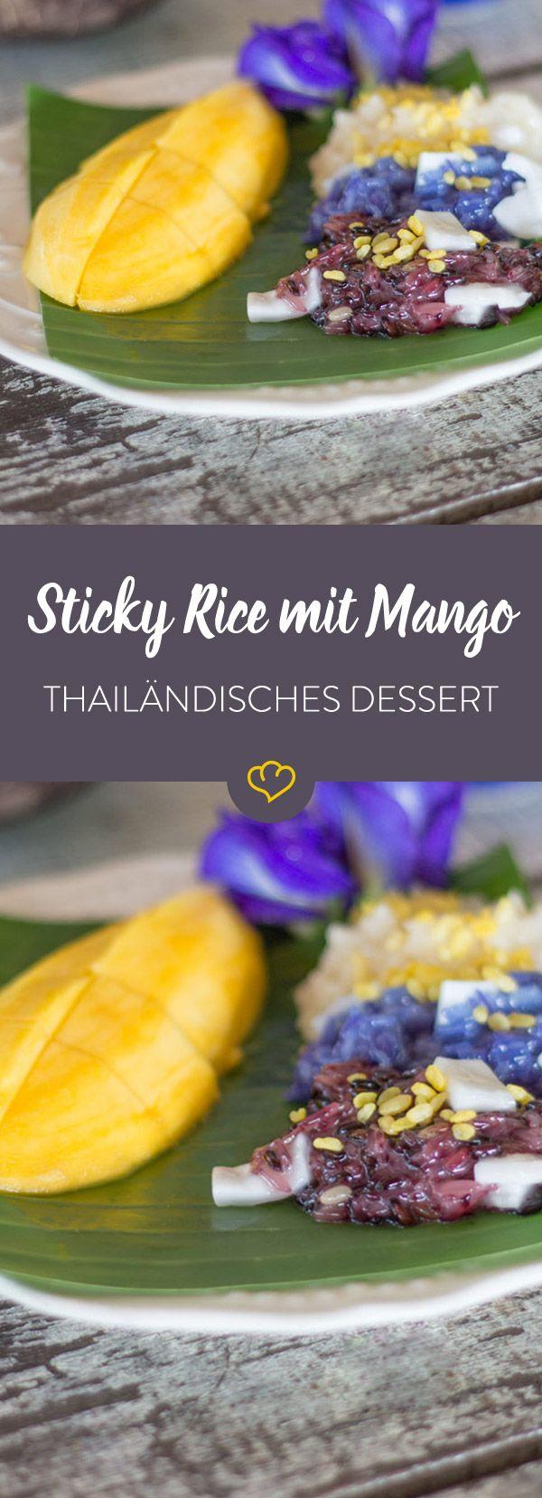 Sticky Rice mit Mango ist eine der beliebtesten Nachspeisen Thailands. Hier eine Special Edition mit lila und blau gefärbtem Klebreis.