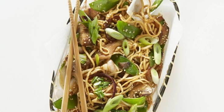 Boodschappen - Eiernoedels met paddenstoelen (champignons), paksoi en peultjes (sperziebonen/doperwten), bosui