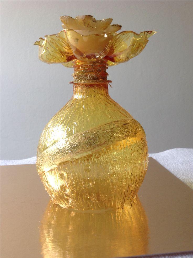 Portacandele color ambra caldo ed elegante. Riciclo bottiglie di plastica.