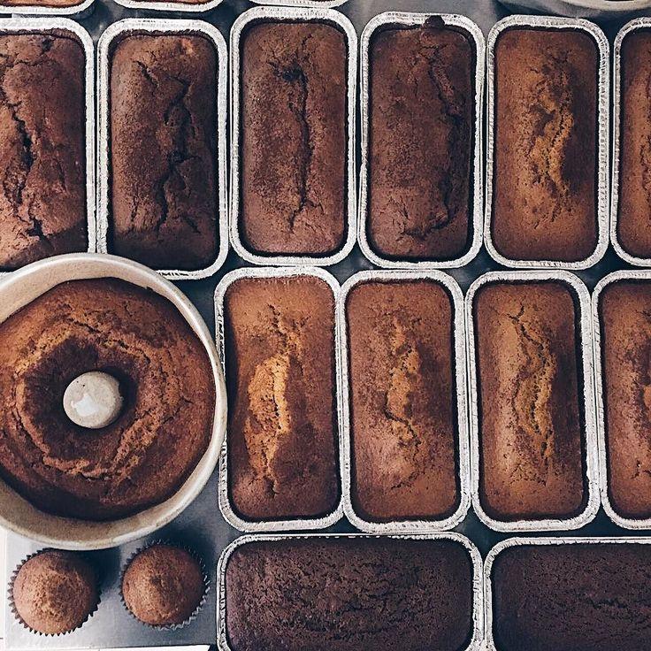MENU DA QUINTA   3348-4210 // Whats: 9673-6828 - última semana de grátis p/ compras acima de $18   Pães Integrais (farinha  orgânica) Tradicional ou Australiano.   Bolos do dia:  Cacau & Damasco  Cacau & Avelã  Cenoura  Laranja  SEM GLÚTEN: Cacau (não indicado p/ celíacos)   A Melhor Granola do Mundo Brownies Cookies Snacks & Paçoca de Pilão.   R. Fernando de Noronha 927 - até às 18h.  Com amor Bolo.
